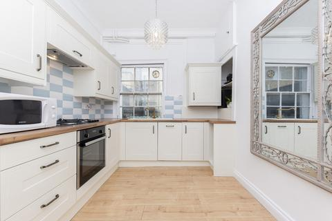 2 bedroom flat to rent - Beauchamp Place, SW3