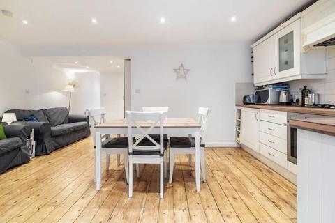 2 bedroom flat to rent - Cornwall Crescent, W11