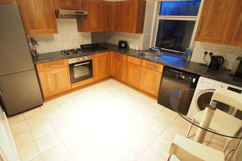 1 bedroom flat to rent - Union Grove, Top Floor Right,