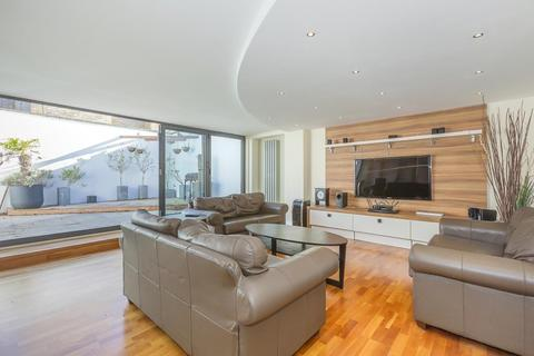 4 bedroom semi-detached house for sale - THE BUTTS, BRENTFORD, LONDON