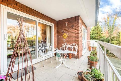 3 bedroom apartment for sale - Woodlawn, Hampton Lane, Solihull, West Midlands, B91