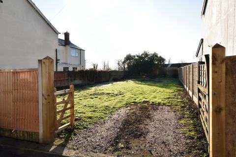 3 bedroom property with land for sale - Cross Street, Marston
