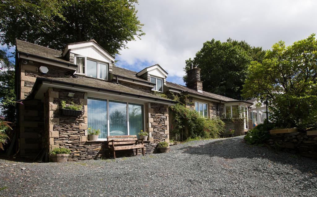 4 Bedrooms Cottage House for sale in Birthwaite Cottage, Birthwaite Road, Windermere, LA23 1BS