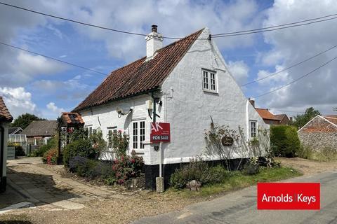 2 bedroom cottage for sale - The Street, Barney