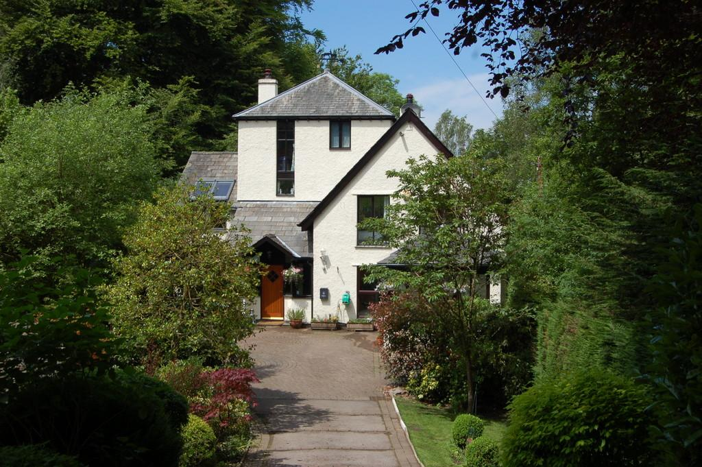 4 Bedrooms Detached House for sale in Fawns Leap, Helm Road, Bowness-on-Windermere, LA23 2HS
