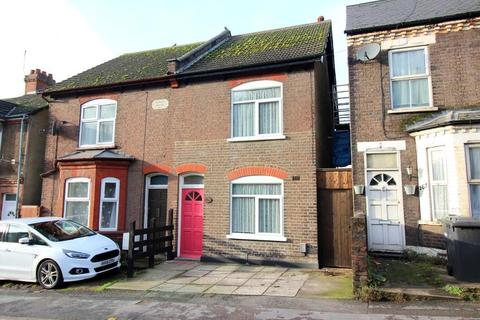 3 bedroom semi-detached house for sale - Hitchin Road, Luton, Bedfordshire, LU2 0EP