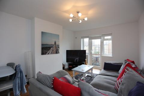 2 bedroom flat to rent - Court Farm Road, Hove