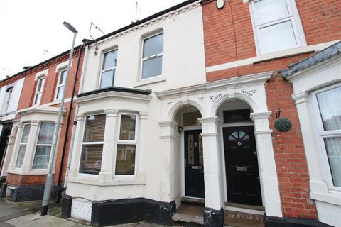 4 bedroom house to rent - Holly Road, Northampton