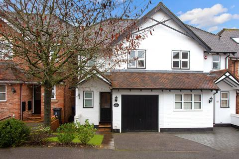 3 bedroom semi-detached house for sale - The Spinney, Beaconsfield