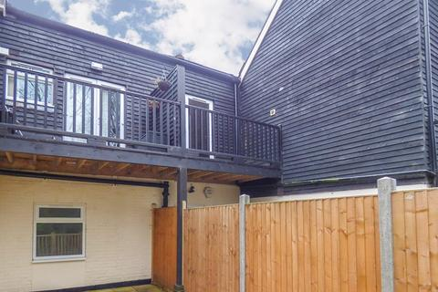 2 bedroom apartment to rent - Station Road, Liss, Hampshire, GU33