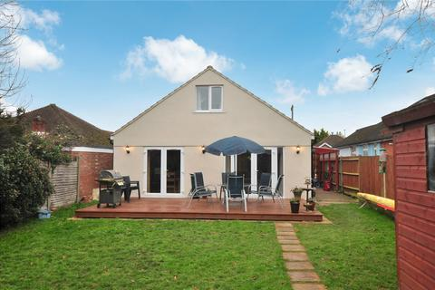 4 bedroom bungalow for sale - Homestead Road, Staines-upon-Thames, Surrey, TW18