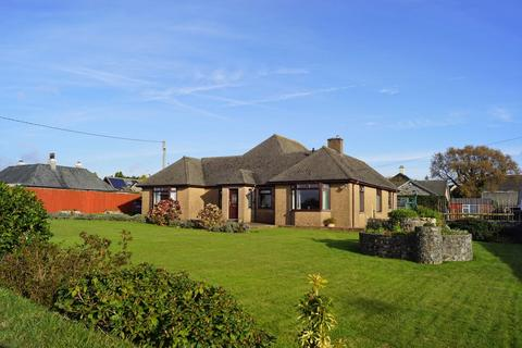 5 bedroom detached bungalow for sale - Substantial Detached Bungalow With Annexe And 2 Double Garages