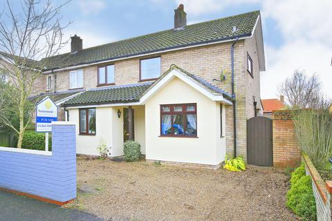 4 bedroom semi-detached house for sale - Neville Close, Dereham