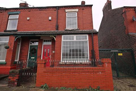 3 bedroom end of terrace house for sale - Regent Road, Widnes