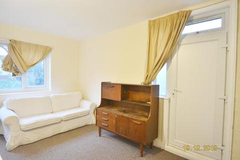 3 bedroom flat share to rent - Talbot Road, London N15