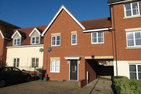 3 bedroom terraced house to rent - Burghley Way, Chelmsford