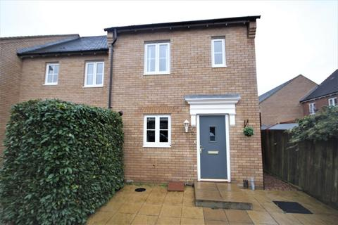 2 bedroom property to rent - 6 Prince Andrew Drive, Stotfold, HITCHIN, SG5