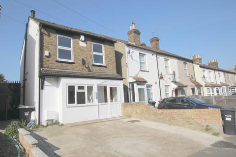 Studio to rent -  Enfield, Middlesex EN3