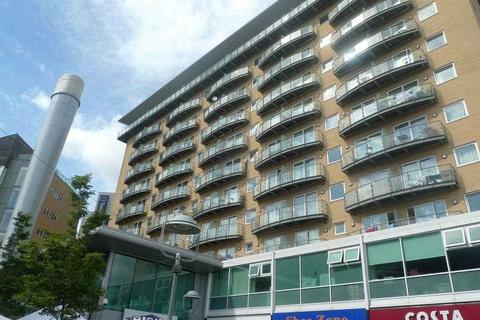 2 bedroom apartment to rent - Hamlyn House, Feltham