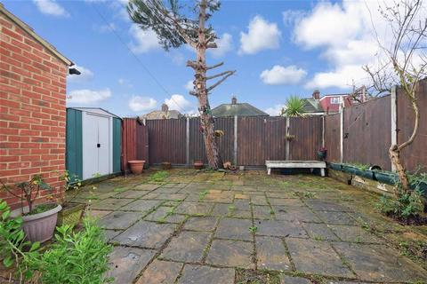 3 bedroom terraced house for sale - Theydon Grove, Woodford Green, Essex