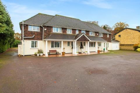 6 bedroom detached house for sale - Camp Road, Gerrards Cross, Buckinghamshire, SL9