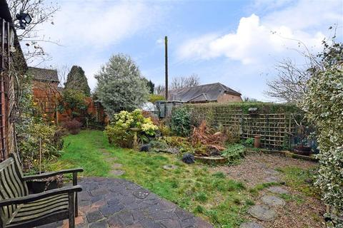 2 bedroom detached bungalow for sale - Off Boxhill Road, Boxhill, Tadworth, Surrey