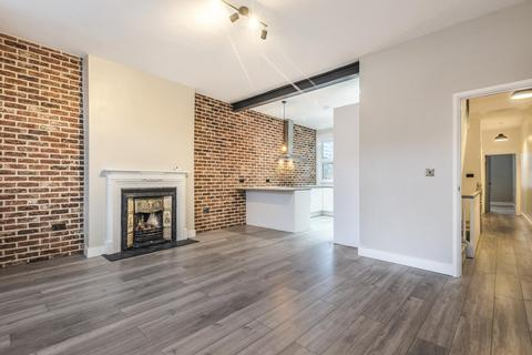 3 bedroom flat for sale - Lucien Road, Tooting