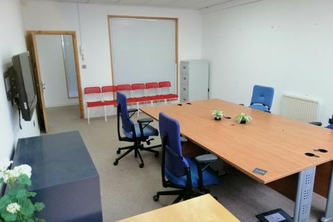Office to rent - Garth Road, sm4