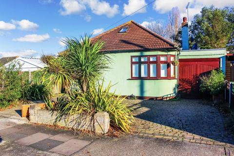 3 bedroom detached bungalow for sale - Saunton Road, Hornchurch, RM12