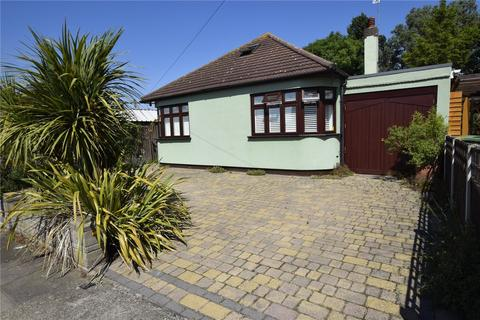 3 bedroom detached bungalow for sale - Saunton Road, Hornchurch, RM12