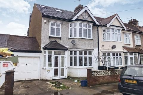 5 bedroom end of terrace house to rent - Talbot Gardens, Seven Kings, IG3 9TA