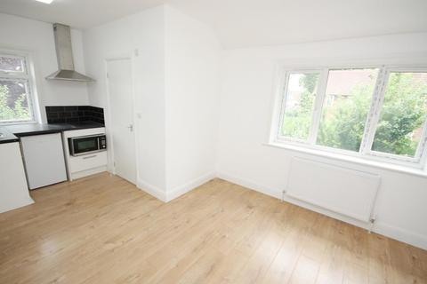 Studio to rent - Westway, Shepherds Bush, London, W12 0SD