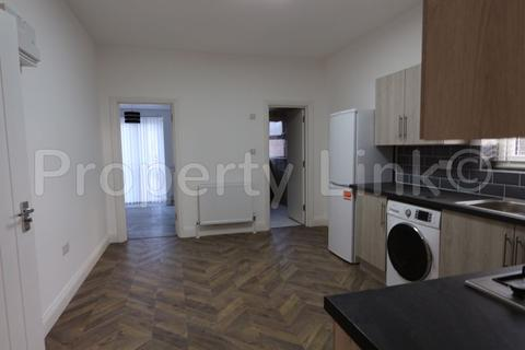 3 bedroom flat to rent - Selborne Road, Ilford