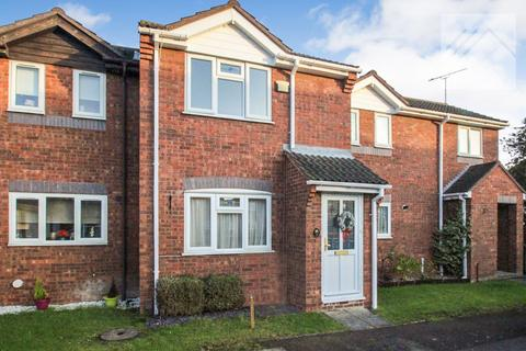 2 bedroom terraced house for sale - Kenley Close, Wickford