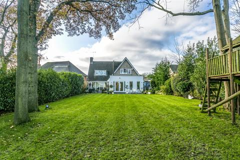 5 bedroom house for sale - Wellesford Close, Banstead