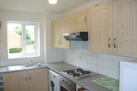 1 bedroom flat to rent - Redford Close, Feltham