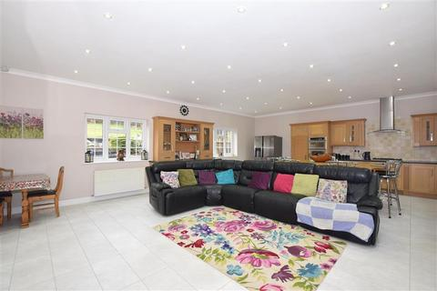 7 bedroom detached bungalow for sale - Rochester Road, Halling, Rochester, Kent