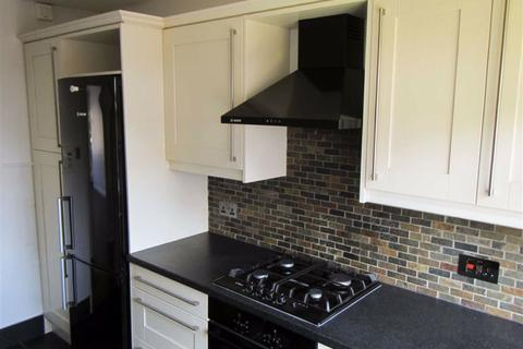 2 bedroom flat to rent - Windmill Hill, Enfield, Middx