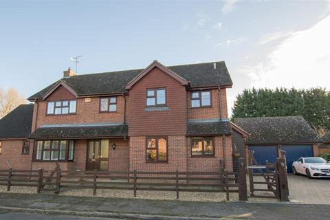 5 bedroom detached house for sale - William Hill Drive, Bierton, Aylesbury