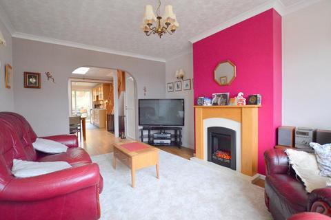 3 bedroom bungalow for sale - Icknield Way, Warden Hills, Luton, Bedfordshire, LU3 2JS