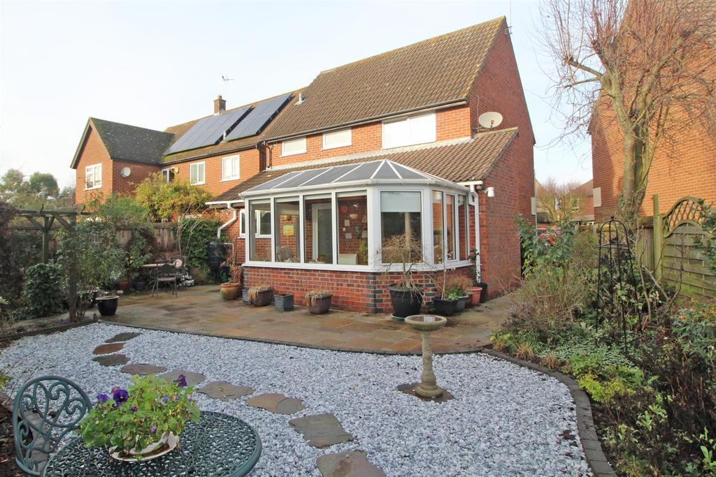 Raedwald Drive, Bury St. Edmunds 3 bed detached house for ...