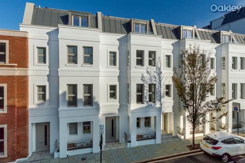 4 bedroom terraced house for sale - Montpelier Place, Hove