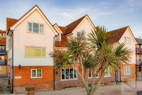 2 bedroom flat for sale - Belvedere Road, Burnham-On-Crouch