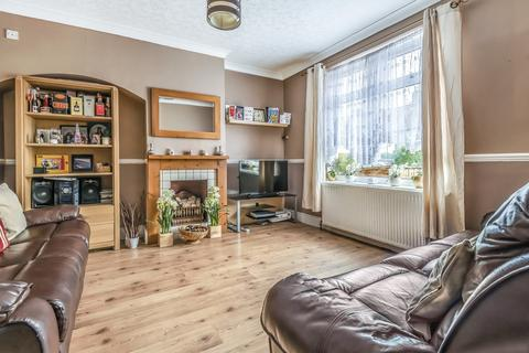 3 bedroom terraced house for sale - Roundtable Road Bromley BR1