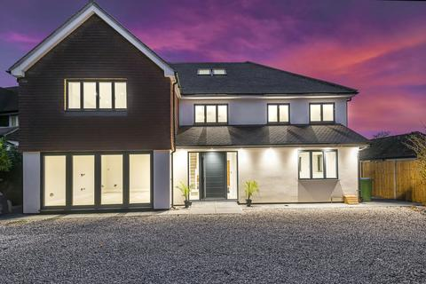 5 bedroom detached house for sale - Courtlands Avenue, Esher