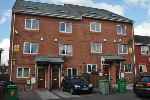 6 bedroom end of terrace house to rent - Russell Road, Forest Fields, Nottingham NG7