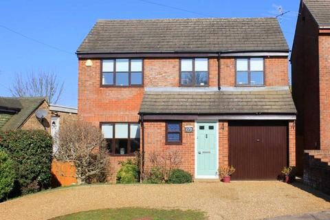 4 bedroom detached house for sale - DETACHED & IN EXCELLENT ORDER CLOSE TO TOWN CENTRE & AMENITIES