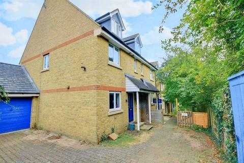 4 bedroom house for sale - GARAGE, DRIVEWAY and ENSUITE to 2 BEDROOMs in BOXMOOR.