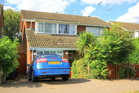 4 bedroom detached house for sale - FOUR BEDROOM DETACHED WITH EXTENDED LIVING ACCOMODATION & GARAGE