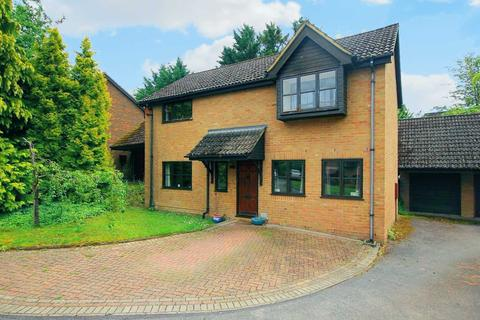 4 bedroom detached house for sale - IN NEED OF SOME UPDATING IN SOUGHT AFTER BEECHWOOD PARK